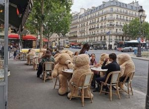 Social Distancing in Paris – sent by Katharine Boden